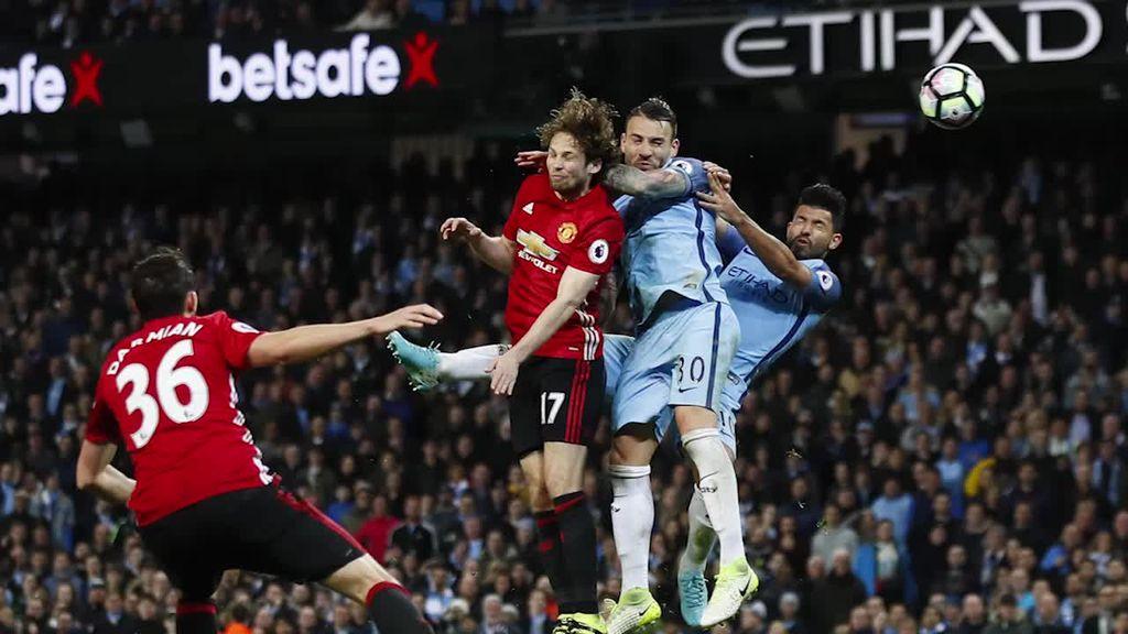 Kartu Merah Fellaini Warnai Derby Manchester