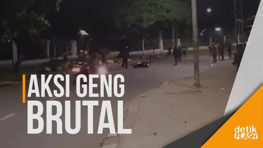 Video Remaja Serang Pemotor di Jagakarsa