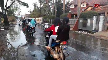Pengguna Jalan Keluhkan dan Hindari Genangan Air Lindi