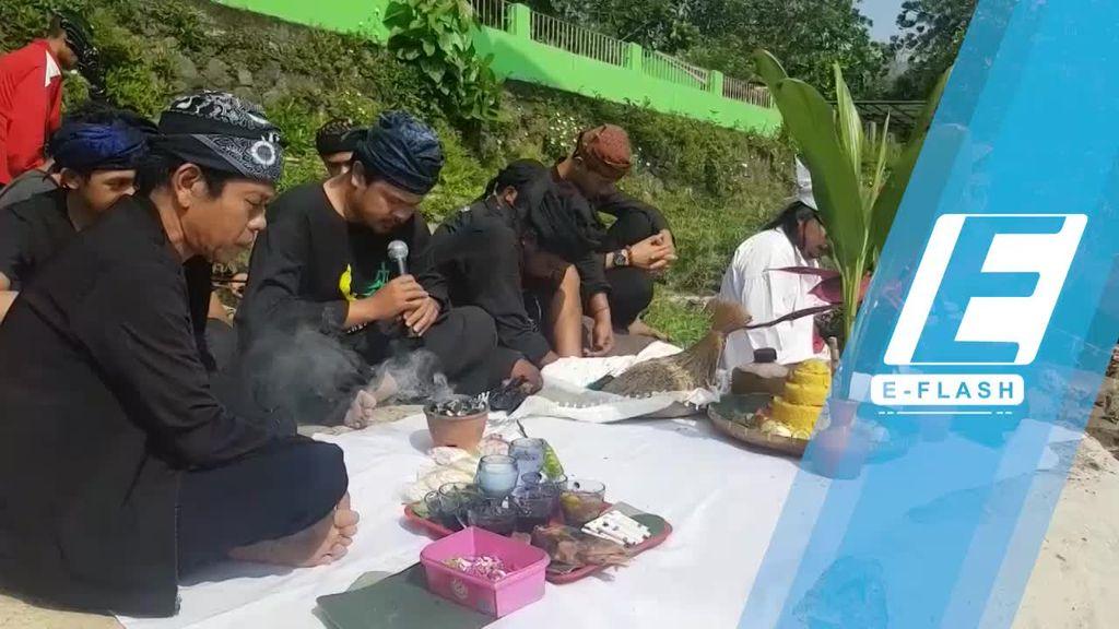 Ritual Babakti Lemah Cai Warnai HUT RI di Sukabumi