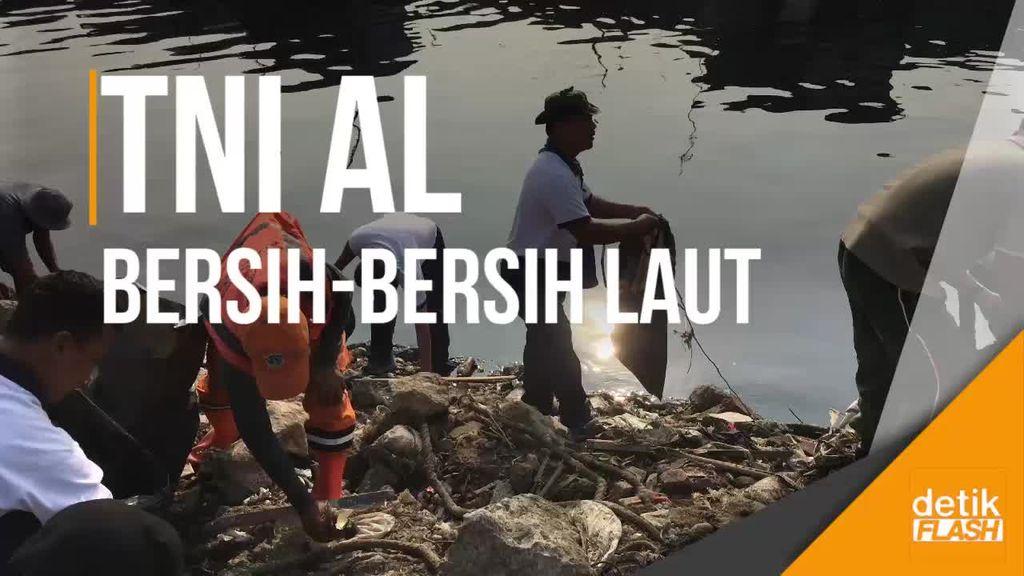 Bersih-bersih Laut Cilincing Bareng Koarmabar