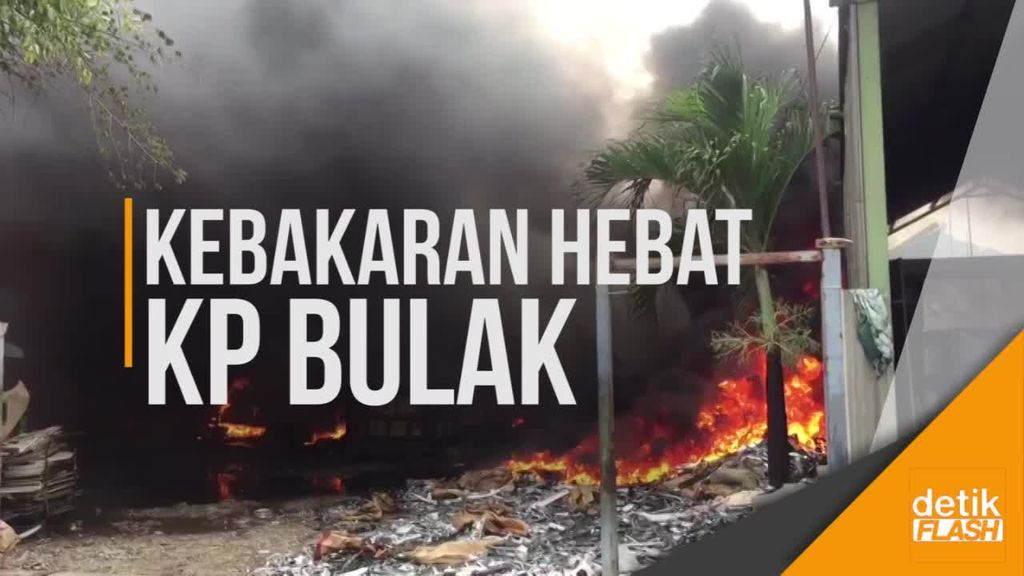 Kebakaran Hebat Terjang Puluhan Rumah di Kampung Bulak