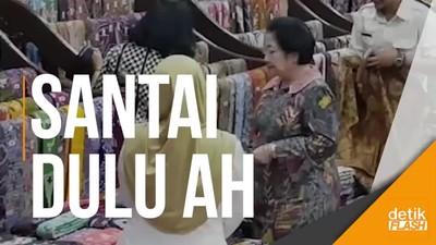 Kelar Berpolitik, Megawati Jajan Batik di Sidoarjo
