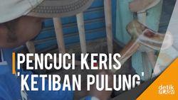 Berkah Bulan Sura, Tukang Cuci Keris di Jombang Kebanjiran Order