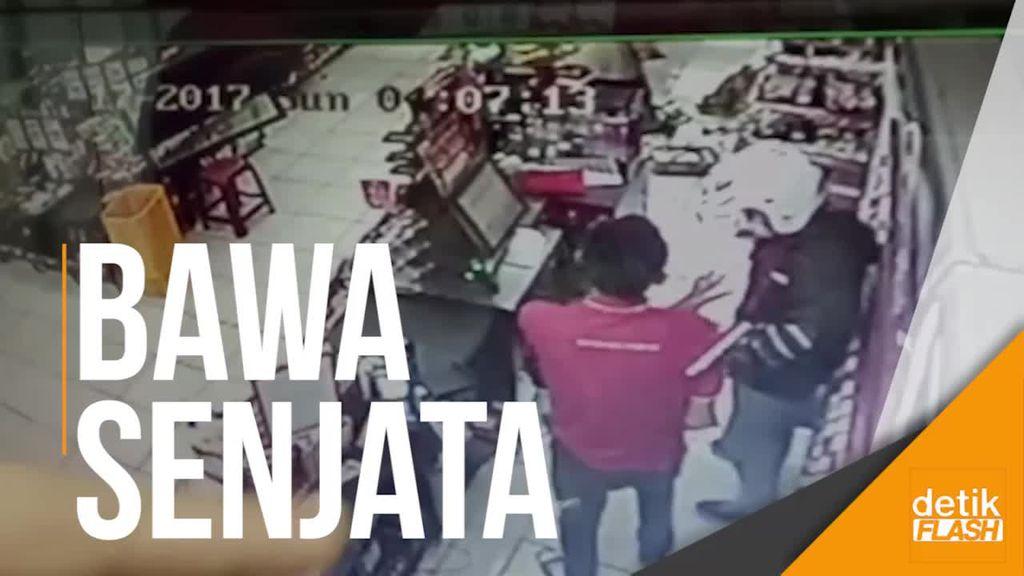 Ngeri! Rekaman CCTV Saat Rampok Minimarket di Bogor Beraksi