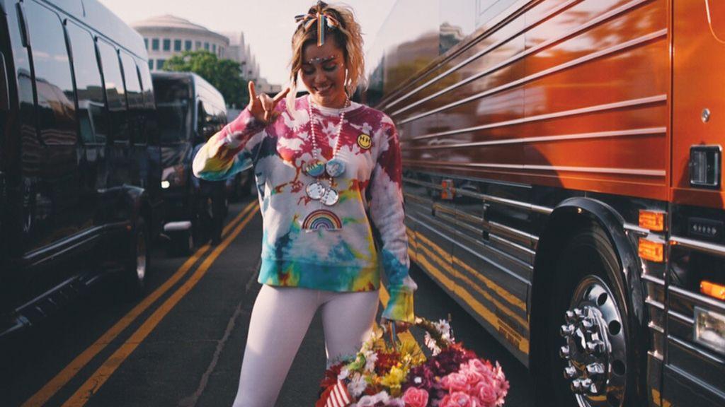 Dukung LGBT, Miley Cyrus Rilis Sneakers Bareng Converse