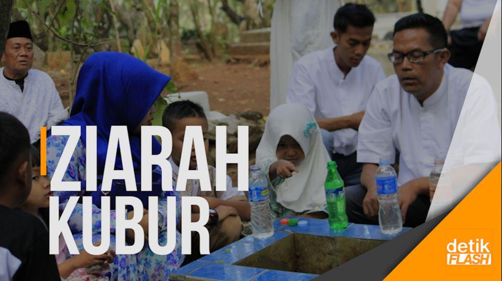 Warga Kabupaten Bandung Lakukan Ziarah Kubur Usai Salat Id