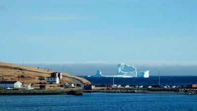 Ini Gunung Es Terapung di Laut