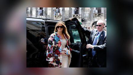 Melania Trump Pakai Coat Rp 685 Juta Saat di Italia