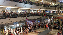 Ngeri Banget! Akrobat Ekstrem di Dalam Mall