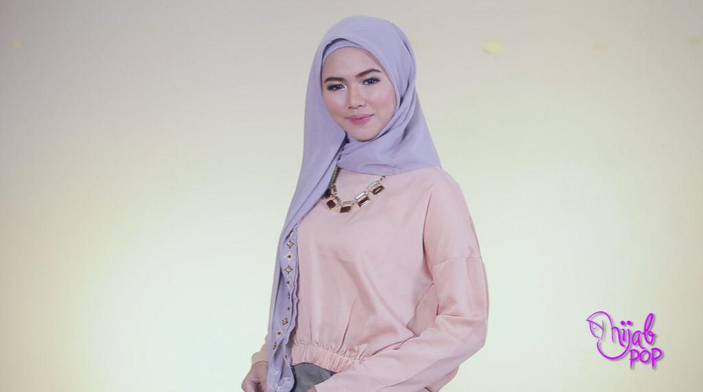 Tutorial: 3 Langkah Kreasikan Hijab Segi Empat