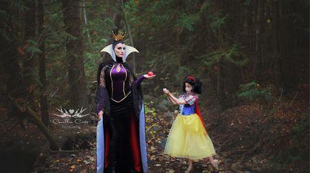 Kompak! Ibu dan Anak Ini Cosplay Karakter Putri Disney