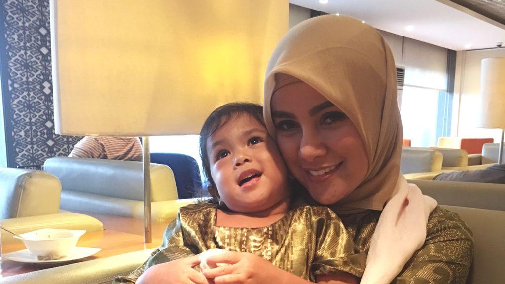Olla Ramlan Cantik Pakai Hijab