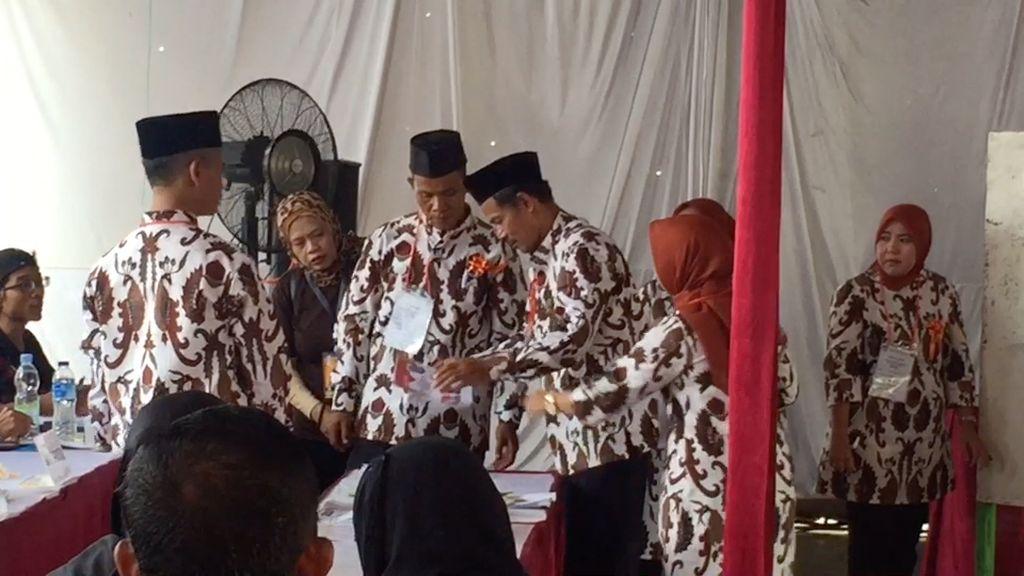 Melihat Keriuhan Saat Penghitungan Suara di TPS Megawati