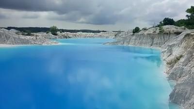 Indahnya Danau Biru Camoi Aek Biru di Bangka