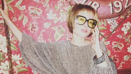 Kacamata Lensa Kuning Masih Jadi Incaran Fashionista
