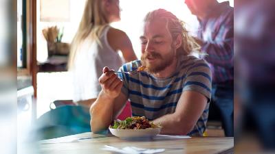 Makan Sendirian di Restoran Kini Jadi Tren di Eropa