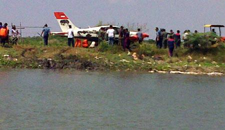 Cessna Jatuh di Sungai