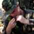 Prajurit Marinir AS juga dibekali cara makan tumbuh-tumbuhan di dalam hutan. (Humas Dispen korps Marinir).