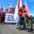 Massa dari Serikat Rakyat Miskin Indonesia (SRMI) melakukan Long March ke kantor DPRD Sulsel.