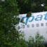 Pesawat Merpati Boeing 737-300 PK MDE mengalami rusak parah. Badan pesawat tampak terbelah dua. Namun tidak ada korban meninggal dalam kecelakaan ini. (Any yollanda).