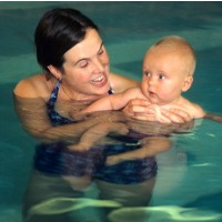 Umur Berapa Bayi Sudah Bisa Diajarkan Renang?