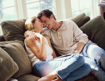 Kelebihan & Kekurangan Pasangan Lebih Muda