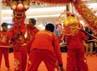 Aksi Atlit Barongsai Tonggak dan Aksi Atlit Liong Siang. (Andriyanto)
