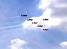 6 pesawat TNI AU memperagakan berbagai atraksi di udara.