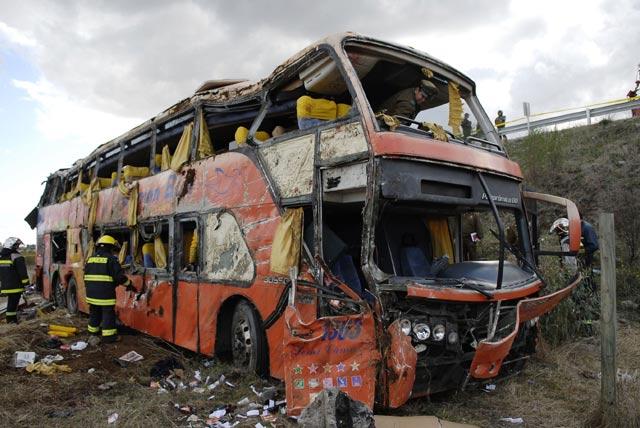 Bus Tingkat Terbalik, 14 Orang Tewas