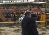 Keluarga korban tampak berduka. 14 Orang tewas dalam kecekaan ini. Reuters/Jose Luis Saavedra.