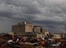Awan gelap menyelimuti wilayah Joplin, Missouri. Reuters/Eric Thayer.