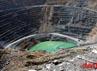 Suasana tambang terbuka dengan kedalaman 200 meter dibawah permukaan laut.