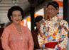 Raja Kraton Yogyakarta Sri Sultan Hamengku Buwono X dan GKR Hemas siap menyambut tamu sebelum acara panggih dimulai. (Lucas Aditya).