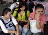 Salah satu terminal bus di Bangkok dipadati pengungsi. Reuters/Damir Sagolj.