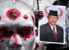 Mereka mendesak Kapolda NTB dan Kapolres Bima dipecat dan bertanggungjawab atas terjadinya kekerasan di Sape, Bima.