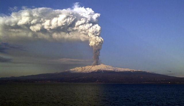 Gunung Etna di Italia Meletus