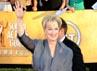 Meryl Streep melambaikan tangan ke arah penggemarnya. Getty Images.
