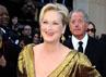 Dalam balutan gaun emas, aktris senior Meryl Streep tampil sangat menawan. Getty Images.