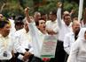 Ratusan civitas akademika Universitas Trisakti meneriakkan yel-yel penolakan eksekusi di halaman Kampus Trisakti, Jakarta.