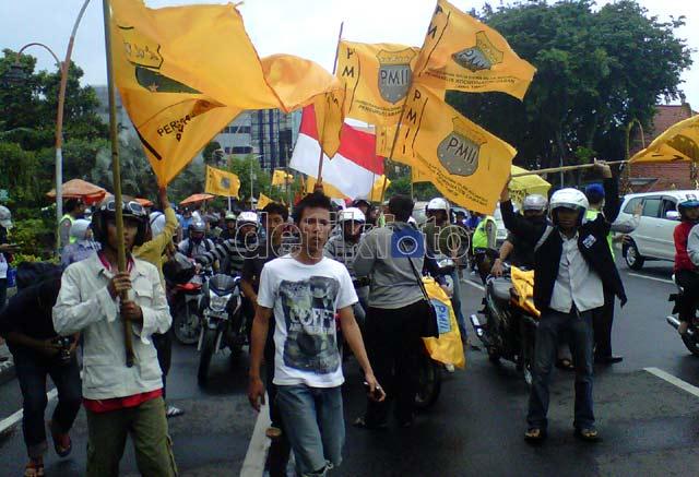 PMII Ancam Turunkan SBY-Boediono