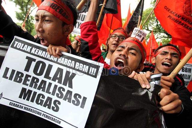 Mahasiswa Minta SBY Jujur Soal Alasan BBM Naik