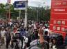 Ratusan massa yang mendatangi SPBU di jalan Sultan Alauddin, yang lokasinya tidak jauh dari pos polisi yang dibakar, dihalau oleh anggota TNI Angkatan Darat.