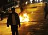 Seorang pejalan kaki berjalan di depan benda yang dibakar aktivis mahasiswa untuk memblokade jalan di depan Kampus UKI, Salemba, Jakarta, Kamis (29/3) malam. ANTARA/Ismar Patrizki.