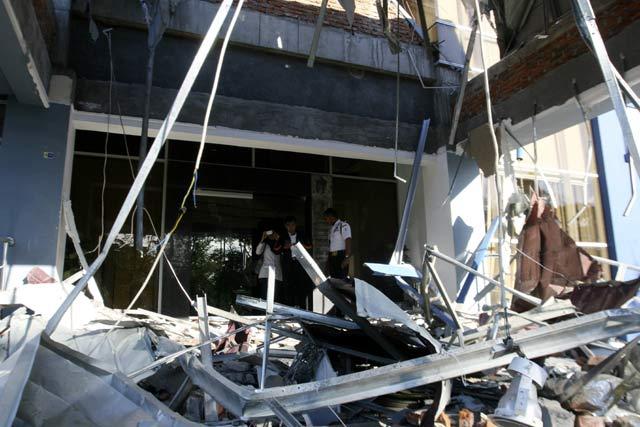 Bangunan Rusak Akibat Gempa Aceh