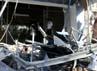 Bangunan yang rusak hanya atap bagian depan gedung bank tersebut. REUTERS/Junaidi Hanafiah.