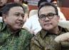 Gubernur Riau Rusli Zainal (kanan), kehadirannya menepis isu kabur-kaburan terkait status pencekalan terhadap dirinya yang dikeluarkan oleh KPK. (Martin)