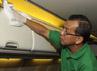 Kegiatan bersih-bersih pesawat tersebut dilakukan di dalam delapan kabin pesawat B737-800NG yang sedang parkir di apron bandara soekarno-Hatta, Cengkareng. (Aryanto Wibowo)