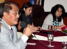 Yenni Rosa Damayanti (kanan) hadir sebagai moderator.