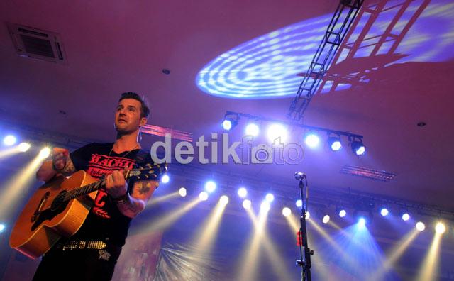 Secondhand Serenade Pukai Fans di Bandung